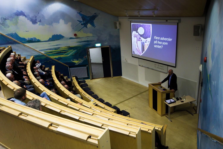 Tidligere direktør på museet Kjell Lutnes holdt et foredrag med tilbakeblikk gjennom 25 år.