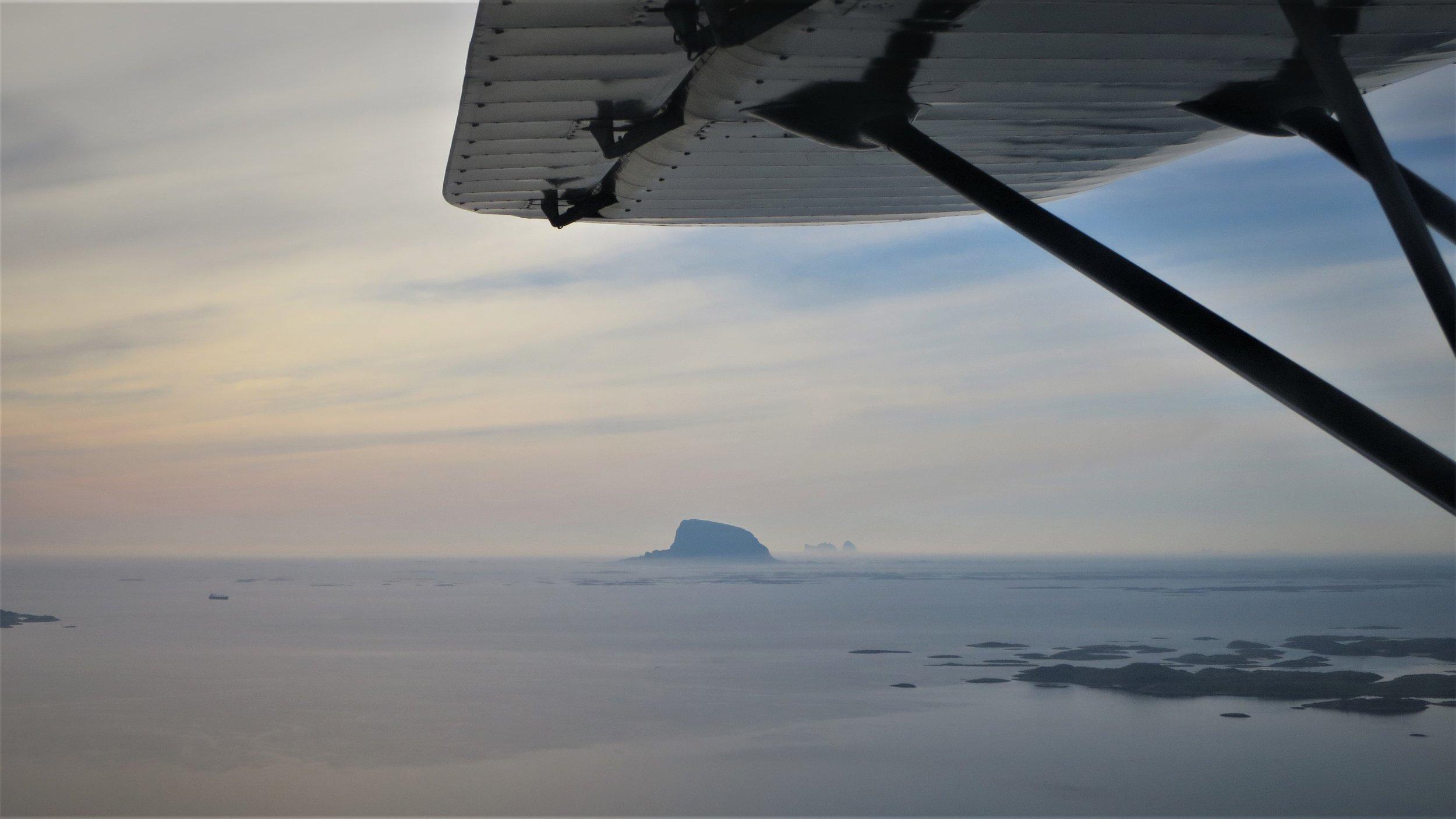 Fantastisk utsikt over Vega. Med lav flyhøyde blir opplevelse og utsikt noe helt annet.