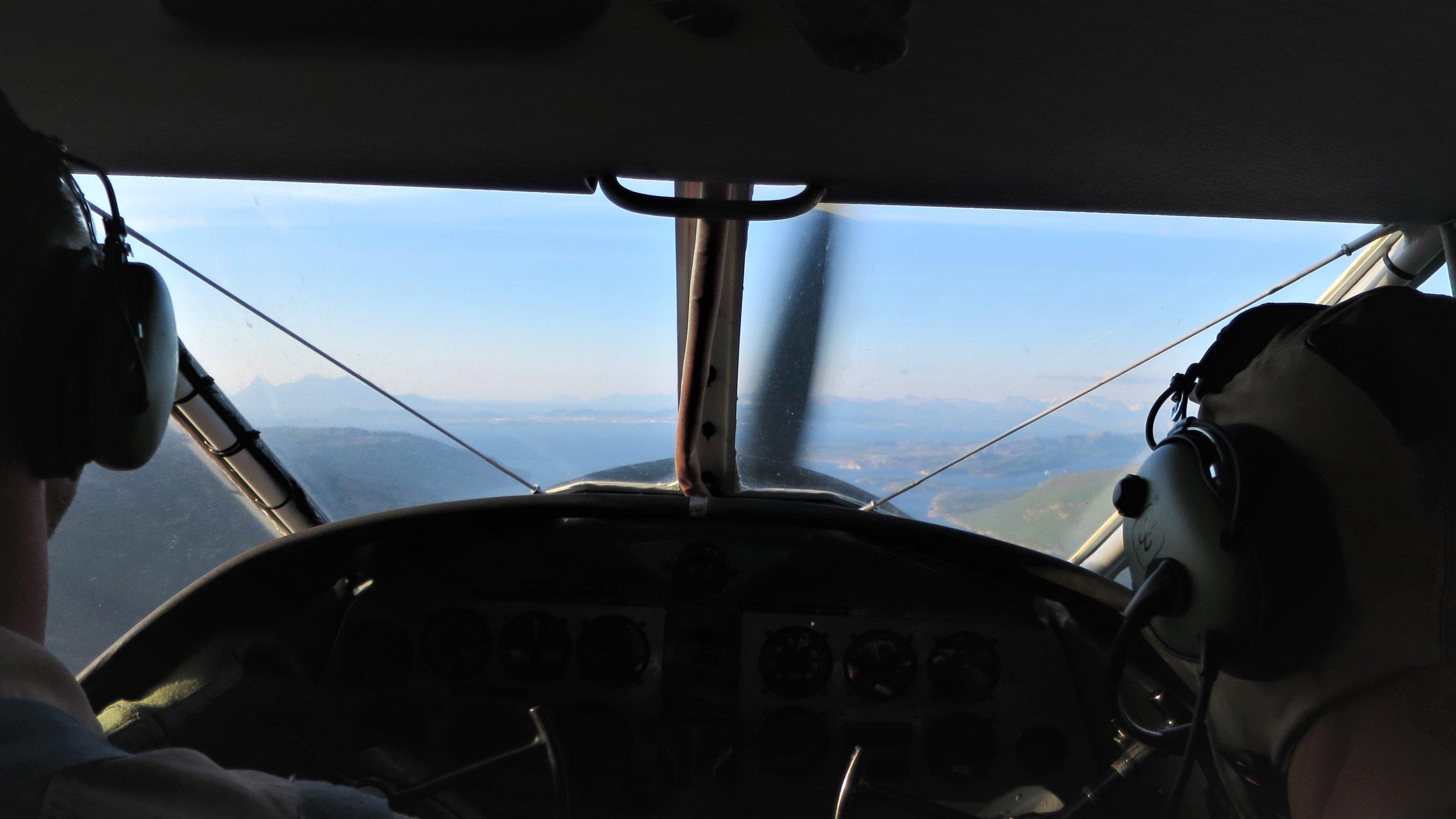 Piloten Finn Terje Skyrud er vant til å fly uten moderne fasiliteter.
