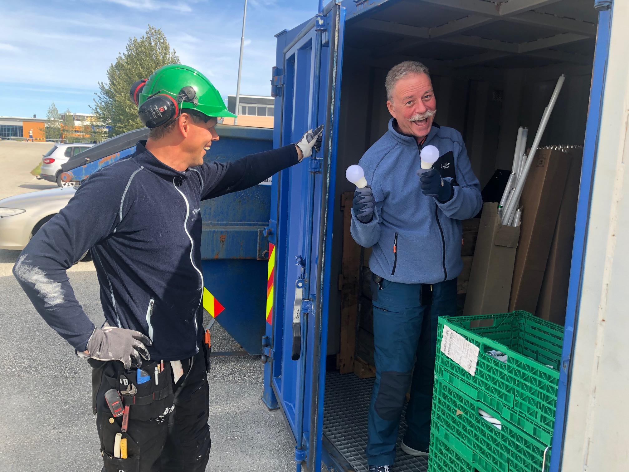 Å ha god sortering på alt av avfall er veldig viktig. En egen container for lyspærer, maling og annet farlig avfall er en av de tingene museet gjør for å sørge for et bedre miljø.