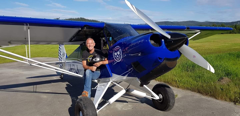 I dag er Petter en samlende kraft i flymiljøet og både flyr, kurser, bygger og reparerer. Ifølge kona er han alltid den som hjelper og stiller opp. Dette flyet har han bygget selv.