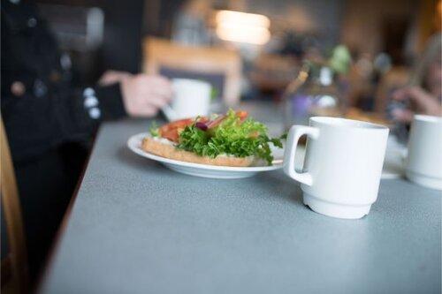 Café Gidsken - Vi serverer kaffe, vafler, kaker, smørbrød og småretter i vår kafé. Vi leier også ut til selskap.