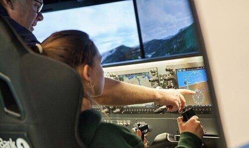 Newton Flight Academy - Prøv deg som pilot i realistiske flysimulatorer