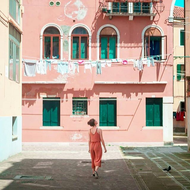 Throwback to Italy with @sebcoxfilms ❤️ . . . #travel #traveling #travelphotography #photography #streetphotography #italy #italytrip #italytravel #venice #veniceitaly #pastel #pastels #livecolourfully #architecture #architecturephotography #livetocreate #creatives #creativityeveryday #sebcox #theartofhannahroseshaw