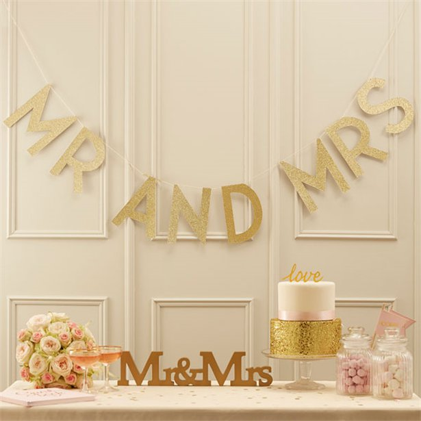 1 Mr und Mrs Schriftzug