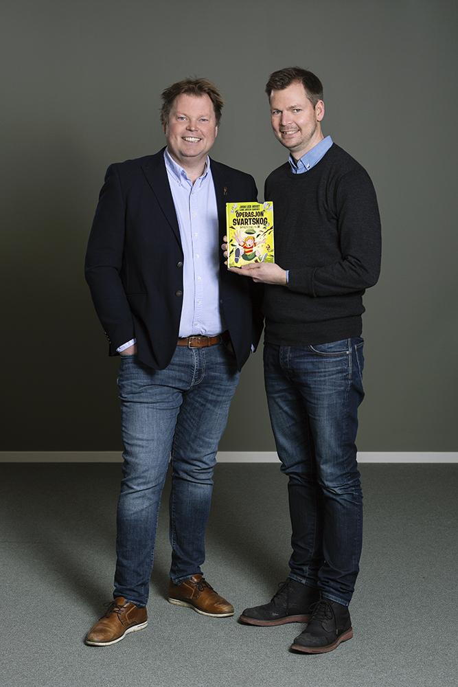 Jørn Lier Horst og Hans Jørgen Sandnes m Svartskog_foto Jarli&Jordan.jpg