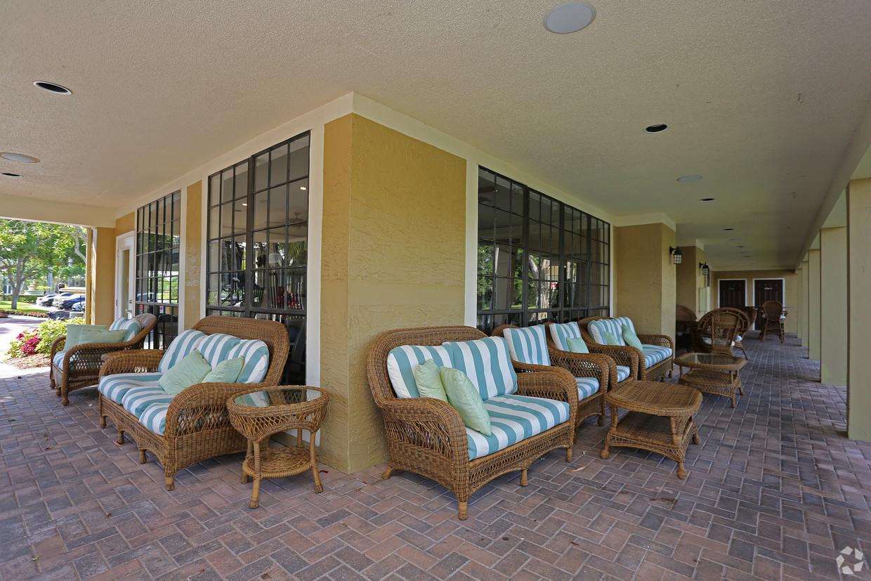 mizner-court-at-broken-sound-boca-raton-fl-lounge-chairs.jpg