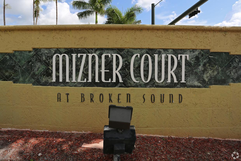 mizner-court-at-broken-sound-boca-raton-fl-pylon-sign.jpg