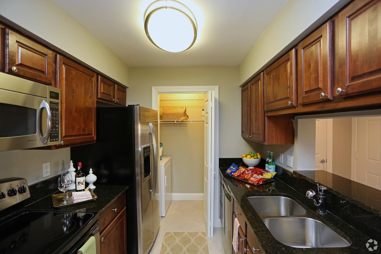 mizner-court-at-broken-sound-boca-raton-fl-valencia-1-br-kitchen(1).jpg