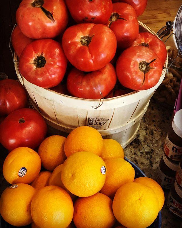 Jersey tomatoes & Valencia oranges!  Bellisimo!! #materasitalianmarket #freshfromthefarms