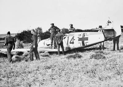 History-The_Battle_of_Britain_1940_HU73928-400px.jpg