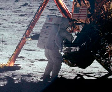 History-Armstrong-on-Moon.jpg