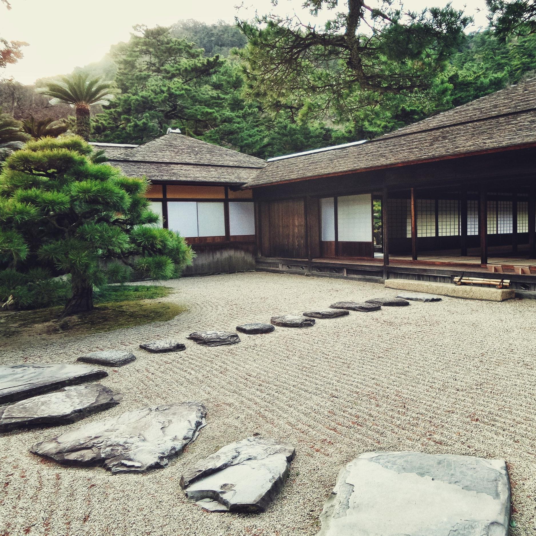 architecture-building-bungalow-327483.jpg
