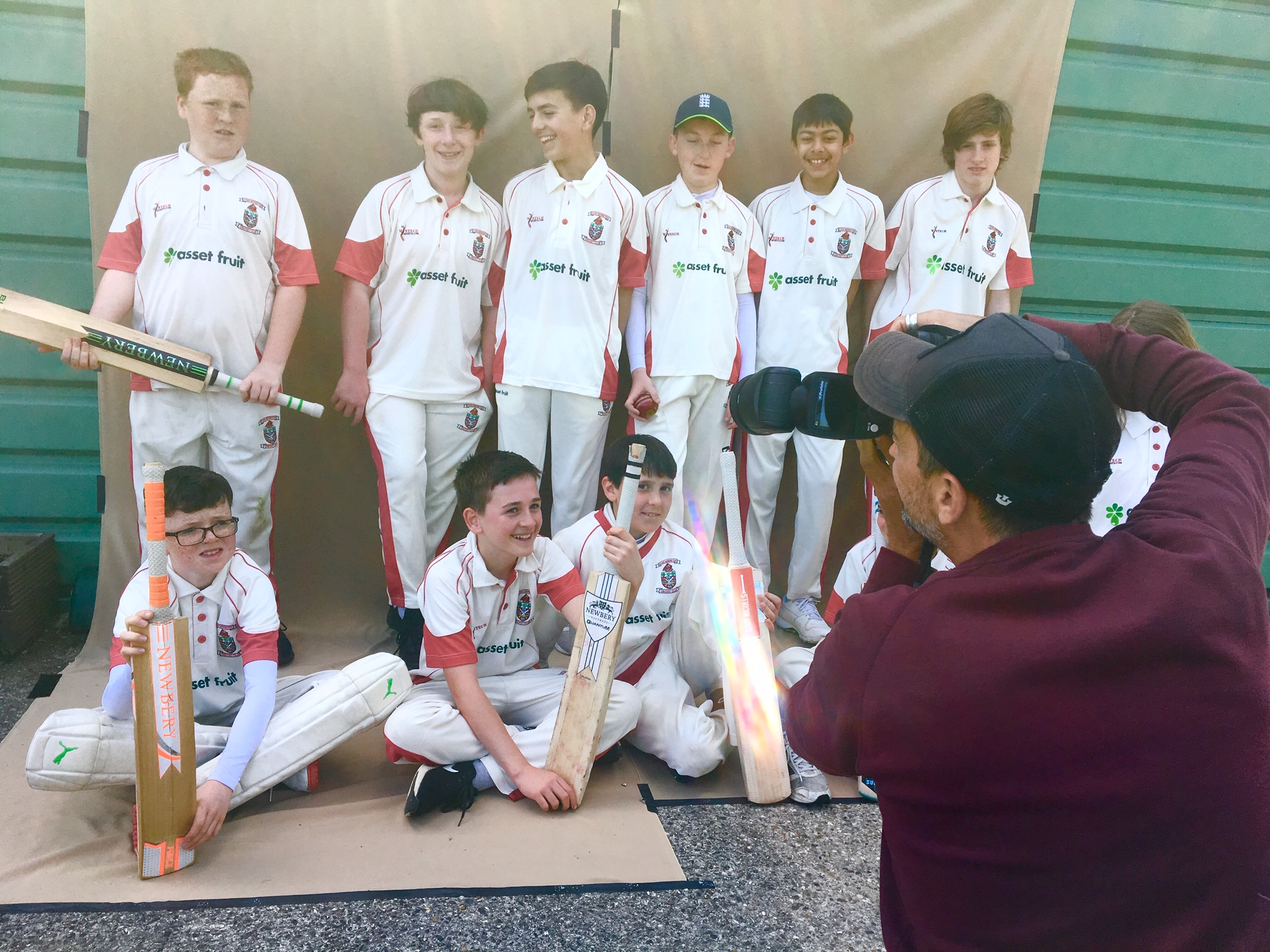 Raul takes a quick snap of our victorious U13Bs (who showed Barcelona how to do it…).