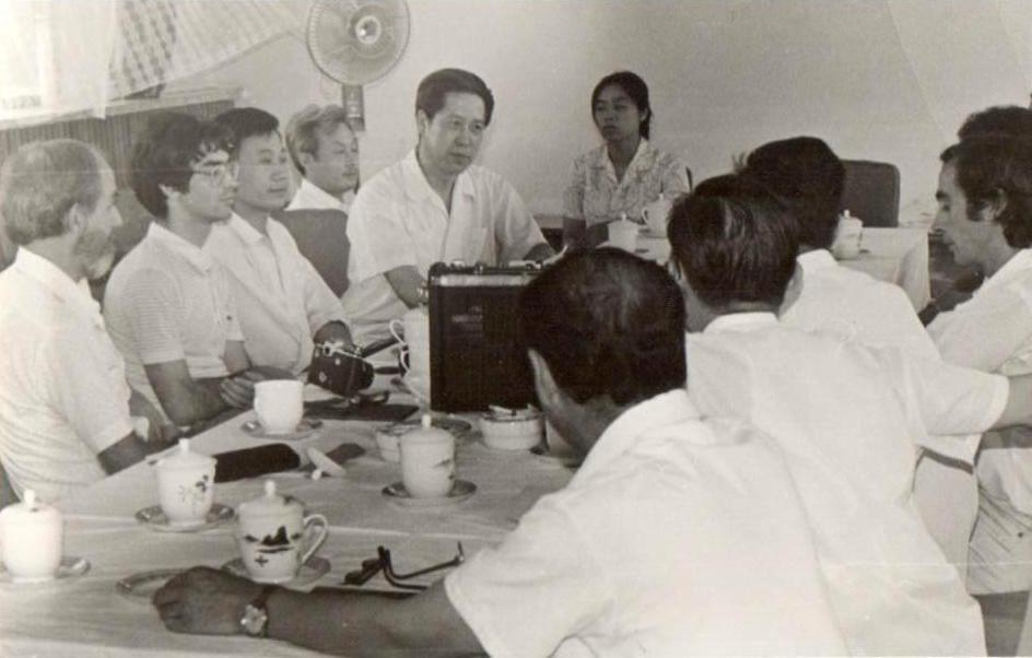 11 Beijing TCM Hospital first class of international students 1981.jpg