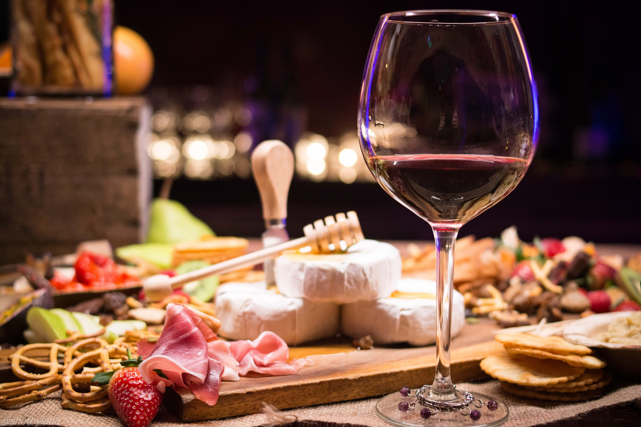 Food & Beverage - Consultation on your food and beverage needs for your next event. We specialize in consulting for large corporate events and retreats.