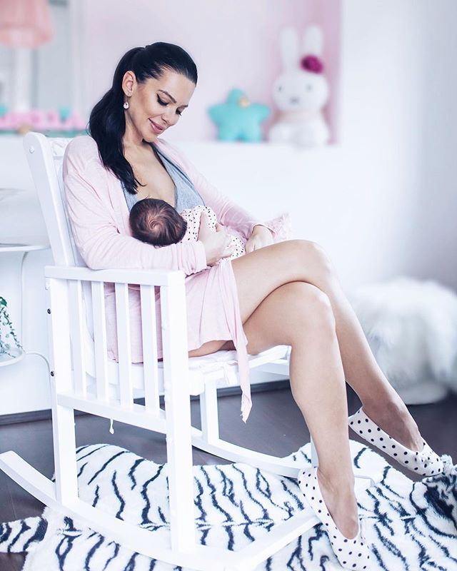 I'm a big supporter of breastfeeding... read my blog, how I share with you my experience, problems, worries and what I'm fascinated about when it comes to breastfeeding, milk that our bodies produces for our babies and much more 🙏🏻🤱🏻🙌🏻✨ #normalizebreastfeeding #breastfeedingmom #worldbreastfeedingweek #breastfeedingmama #breastfeedingtoddler