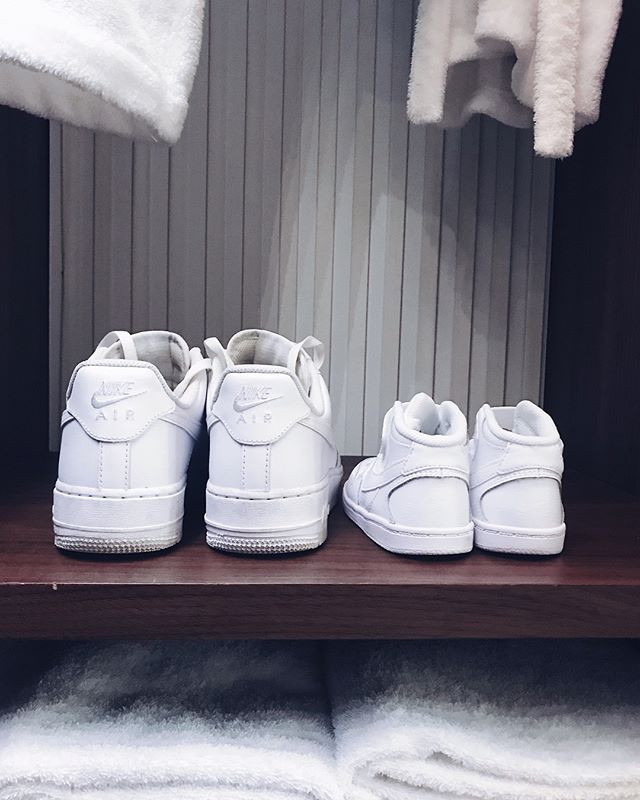 and soon there will be three 👟👟👟👩🏻👧🏻👶🏻 Unfortunately I can't count daddy in, because he would never wear white sneakers @admir_barcic 🙈😁🤷🏻‍♀️ • • • #matchy #whitesneakers #babynumber2 #mommyandmefashion