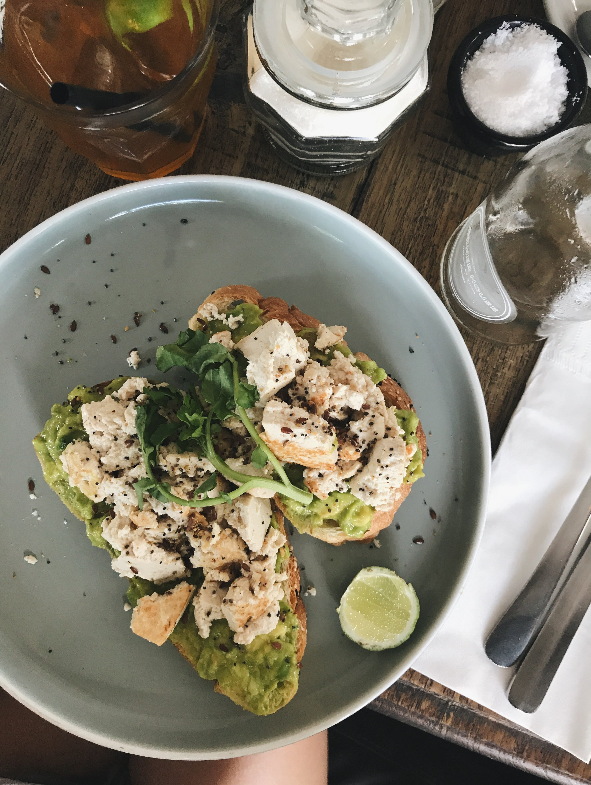 Avo toast with eggs changed to tofu