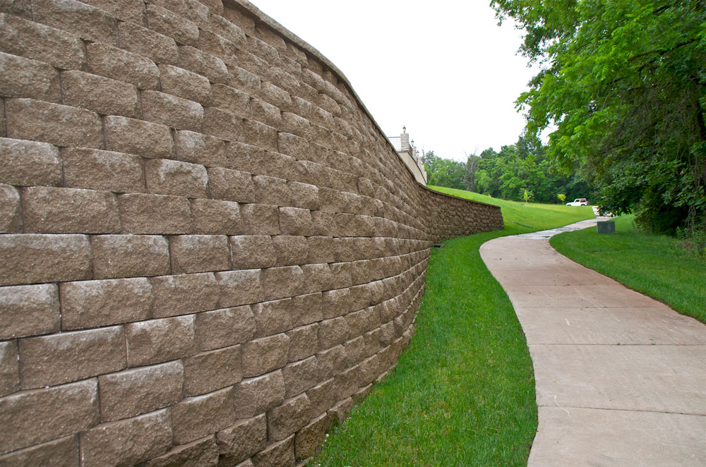 commercial-landscape-retaining-wall-columbia-mo.jpg