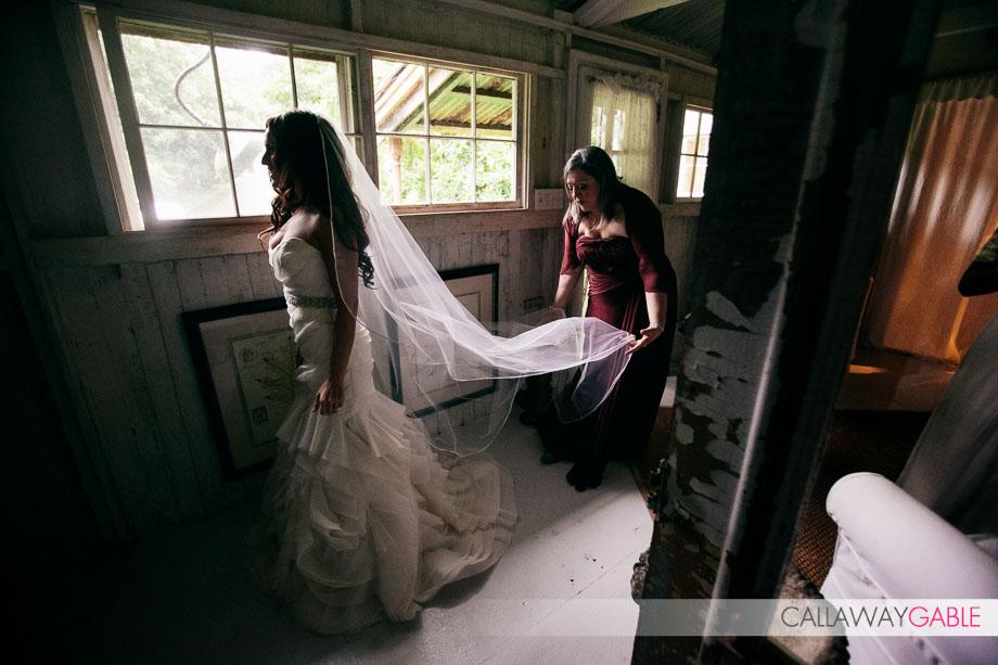 Bride gets ready at Haiku Mill Wedding
