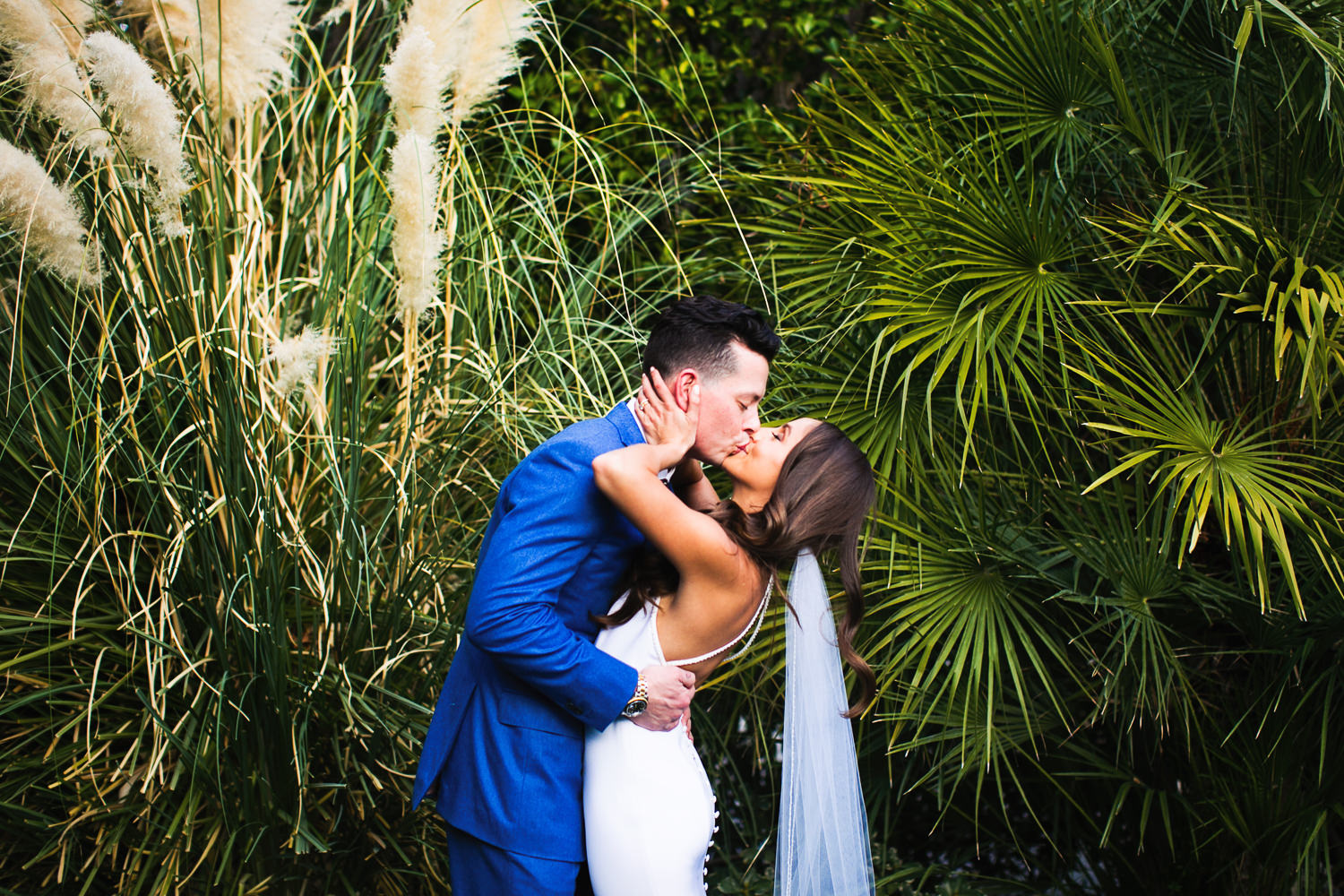 Newly weds sharing a kiss outside their Palm Springs wedding