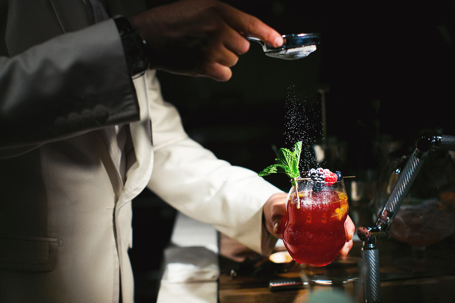 Craft cocktail is great idea for your Los Angeles wedding