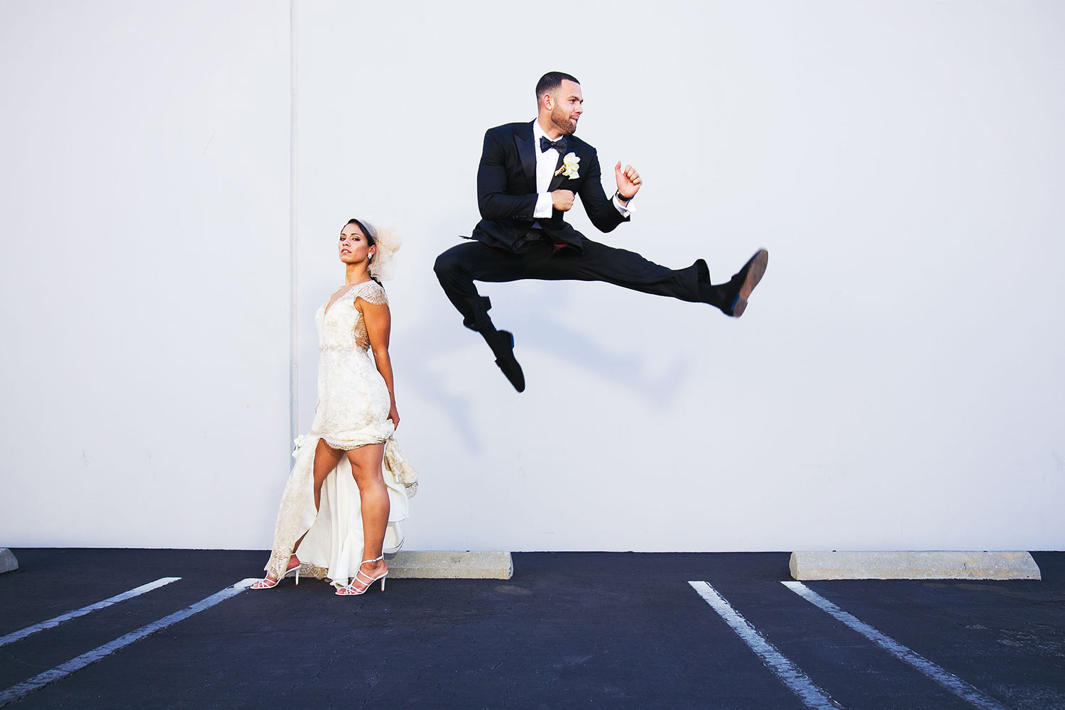 Great idea for bride and groom photo - jumping groom