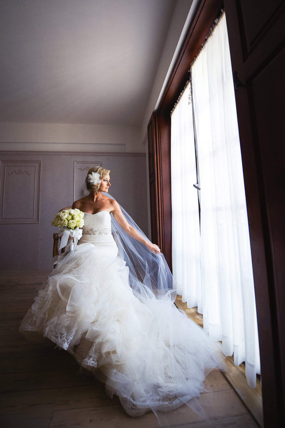 Turkey Wedding - Bride with her dress and flowers