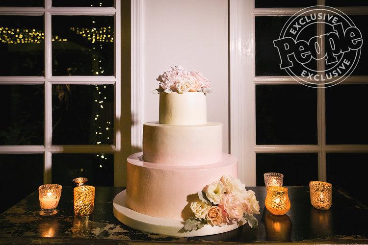 Wedding photos of Justin Hartley & Chrishell Stause The Cake