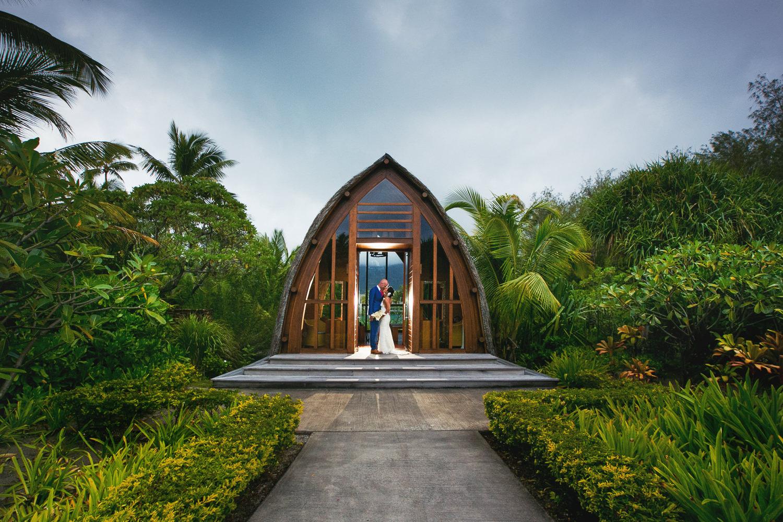 Four Seasons Bora Bora Wedding - Gorgeous kiss