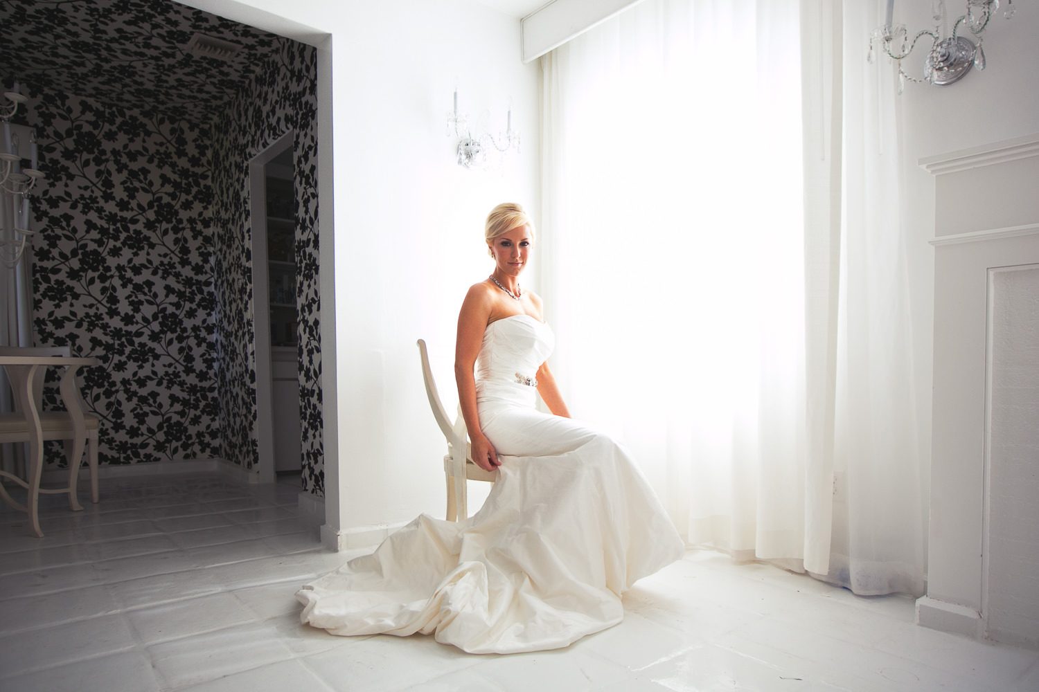 Avalon Palm Springs Photographer - Stunning bride in wedding dress