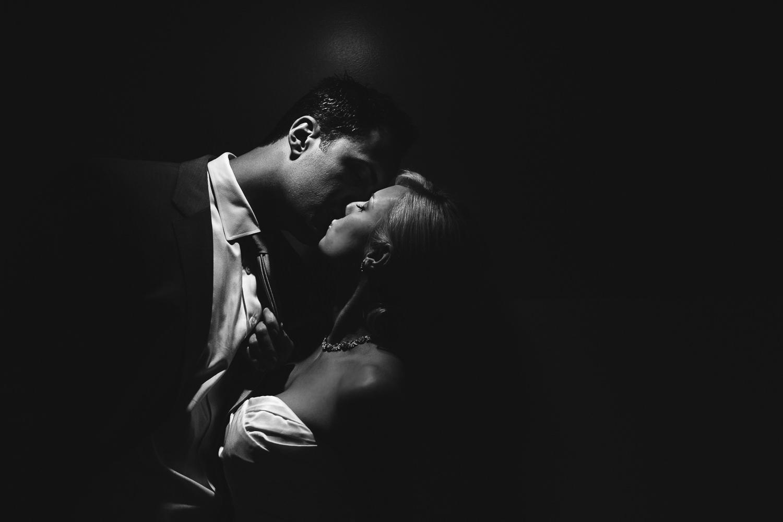 Avalon Palm Springs Photographer - Stunning kiss