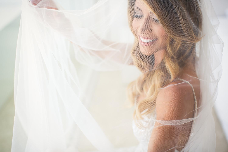 Viceroy Los Cabos Wedding - Bride looking great in her dress