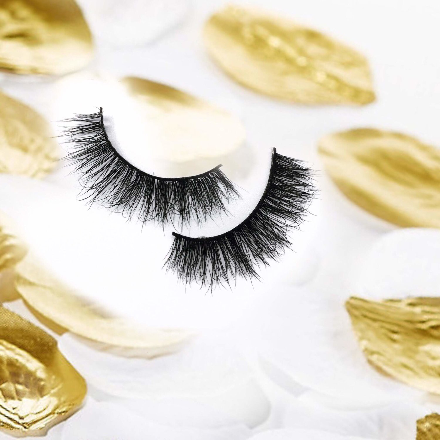 ROZAY - Beautiful, feathered lash that fits your everyday lifestyle.BUY NOW