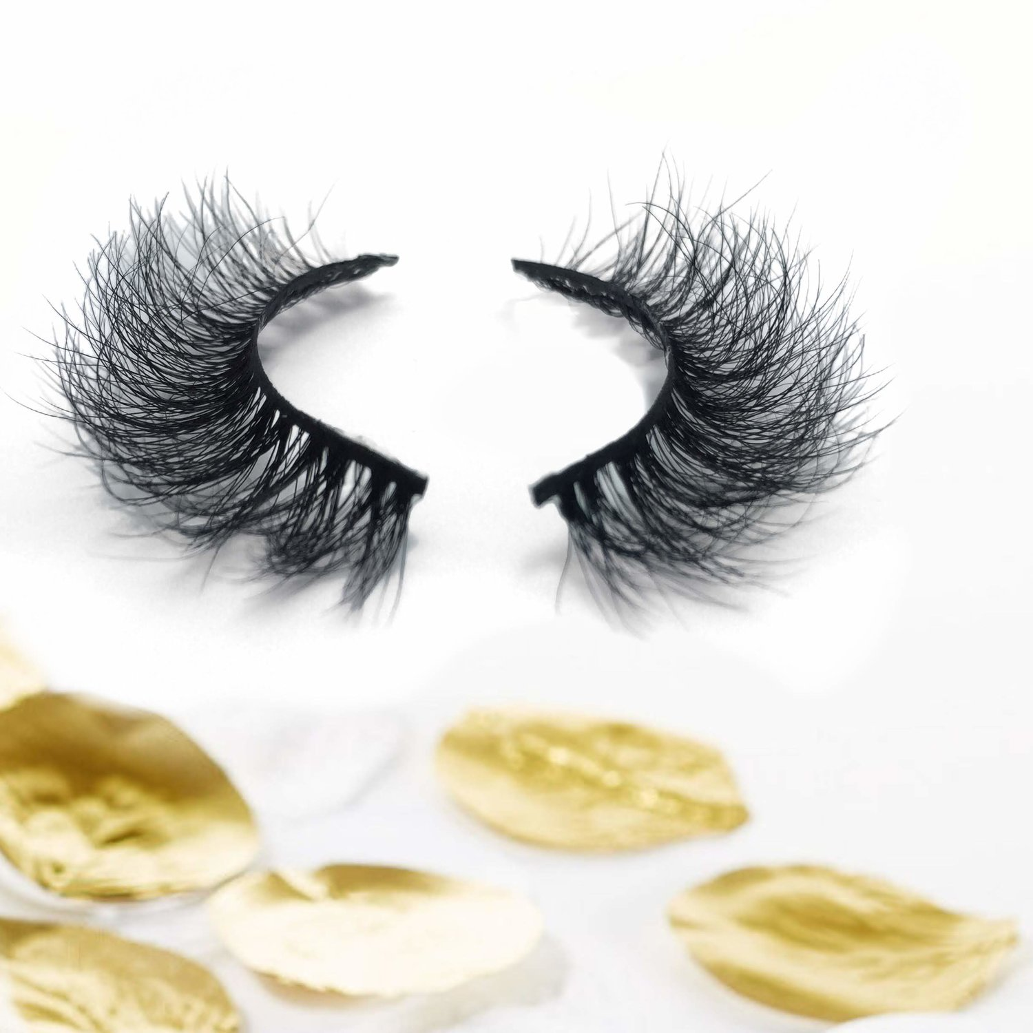 KUBA - The fluffiest, natural lash. Perfect middle ground between glam and everyday wear.BUY NOW