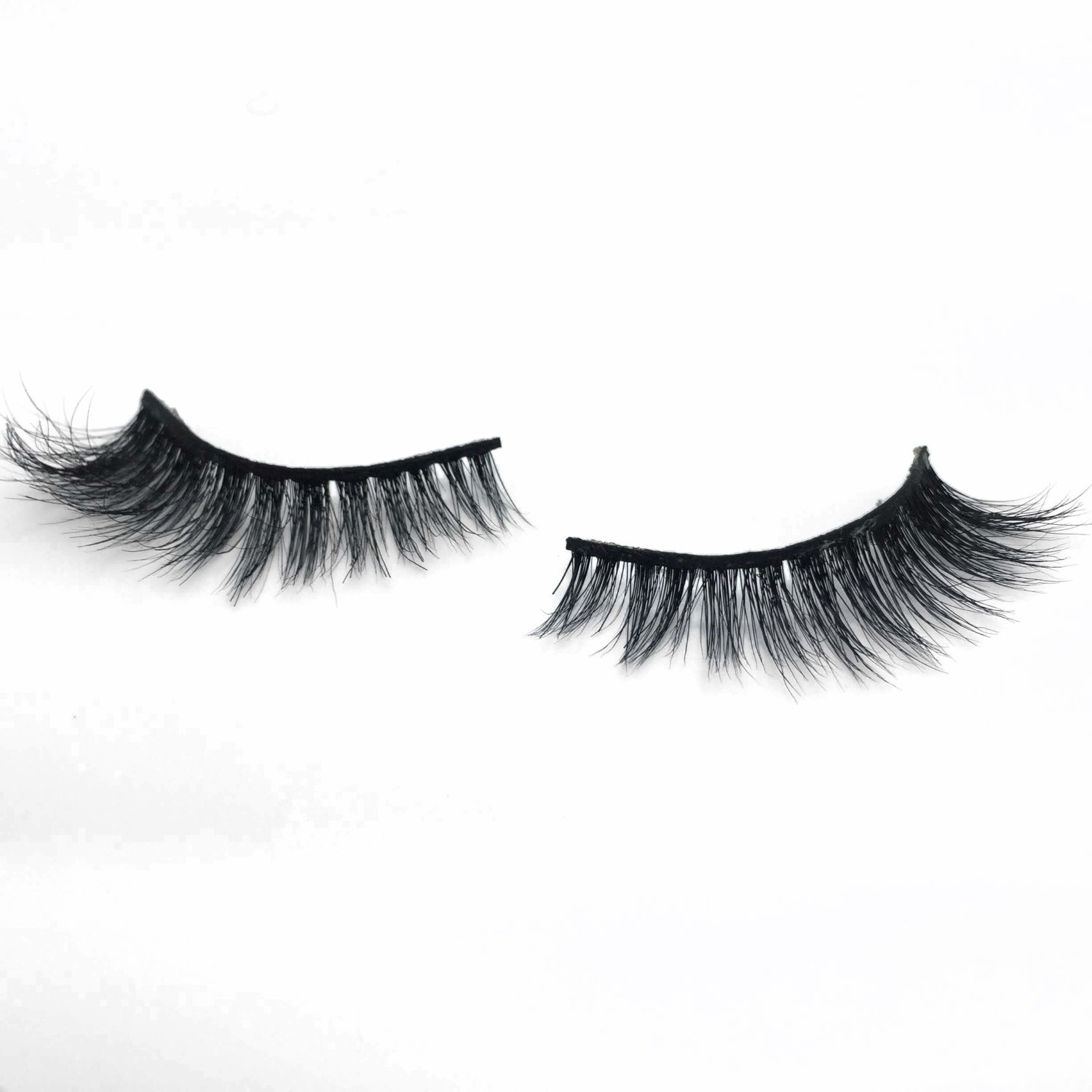 QUEEN JU - Not too much, not too little. Perfect for the girl who doesn't wear lashes much; but once she does, she keeps it glam!BUY NOW