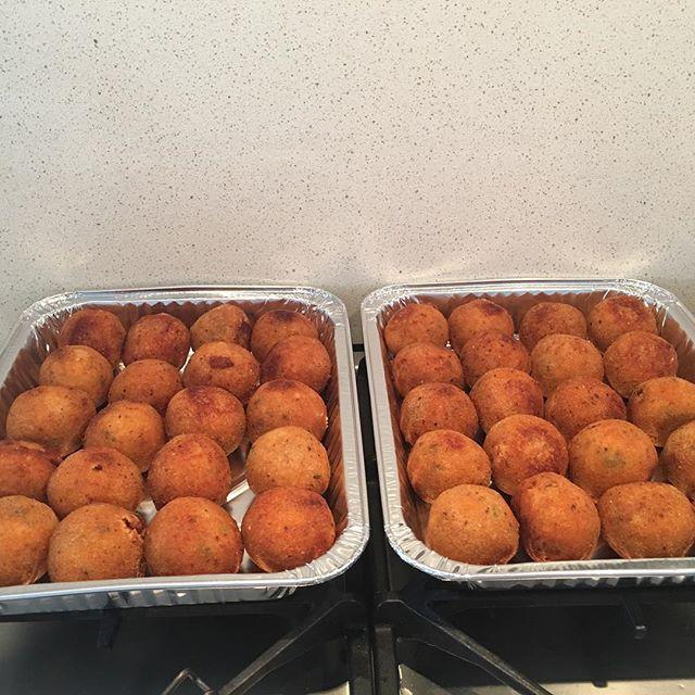 Get your orders in for Easter 🐣 #comfortfood #meatballs #dinnerdone #notimetocook #easycooking #arancini #lasagne #meatballs #entertaining #celebration