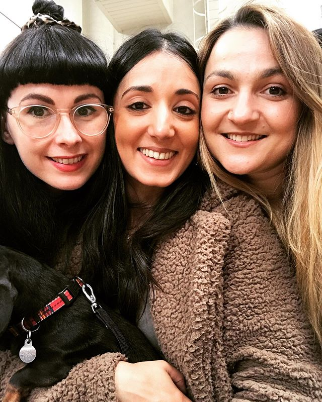 Lovely time seeing these peaches at the weekend. With dogs and kiddies in tow! One great thing about work places is that they bring people together that might never have met - like us 3 💕 . . You need to have people that will always be in your corner, that you can be yourself with and that you can laugh and cry with when things happen! Do you have your go to work place buddies?? . . #professionalwomen #workingwomen #workplacecoach #workplacetribe #workmates #whencolleaguesbecomefriends #womenhelpingwomen #womeninwork #womenatwork #womenintheworkplace #womenintheworkforce #successfulwomen #youngprofessionals #youngprofessionalwomen #findingfunatwork #9to5life #mondaymoods
