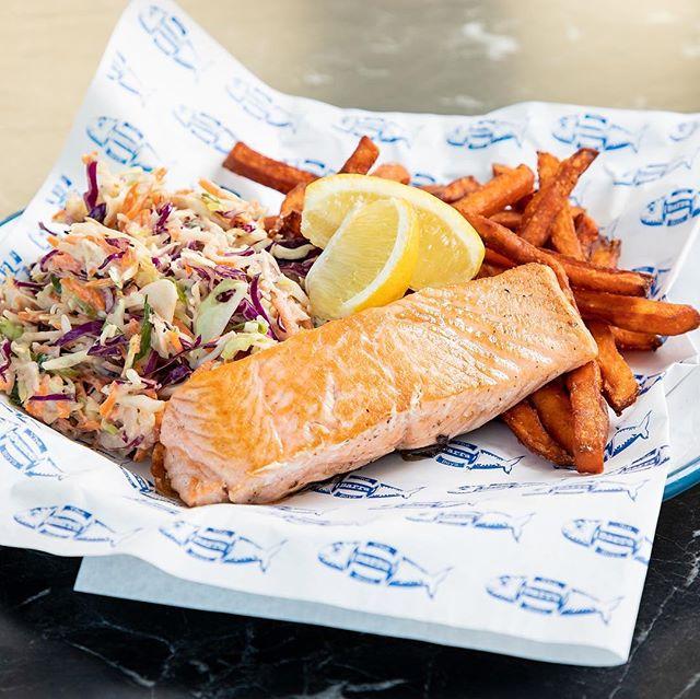 Happy salmon Sunday @thebarraboyscafe  #brisbaneeats #brisbane #fishandchips