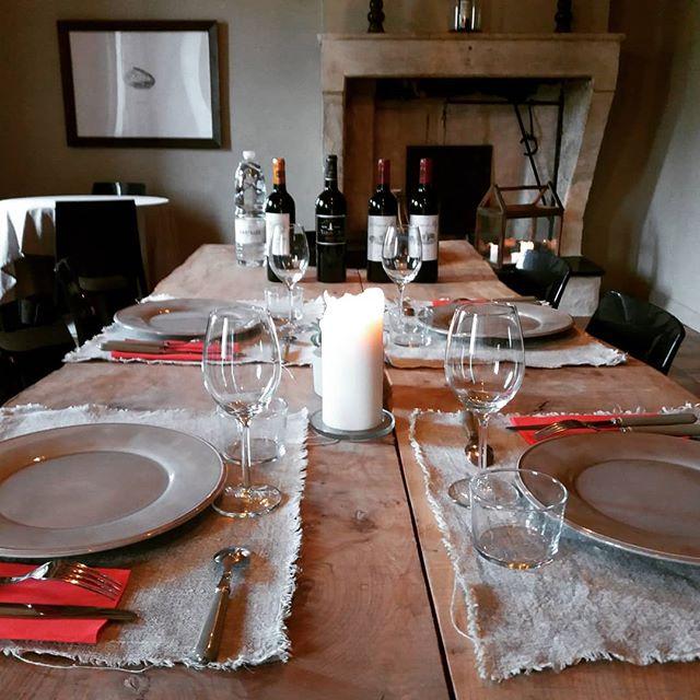 Dégustation des vins du Château La Tour de By à La Valière.  www.lavaliere-medoc.com  #degustation #wine #winelover #oenotourisme #winetour #diner #sudouest #medoc #estuaire #vineyards #vigne #chateaux #lavaliere
