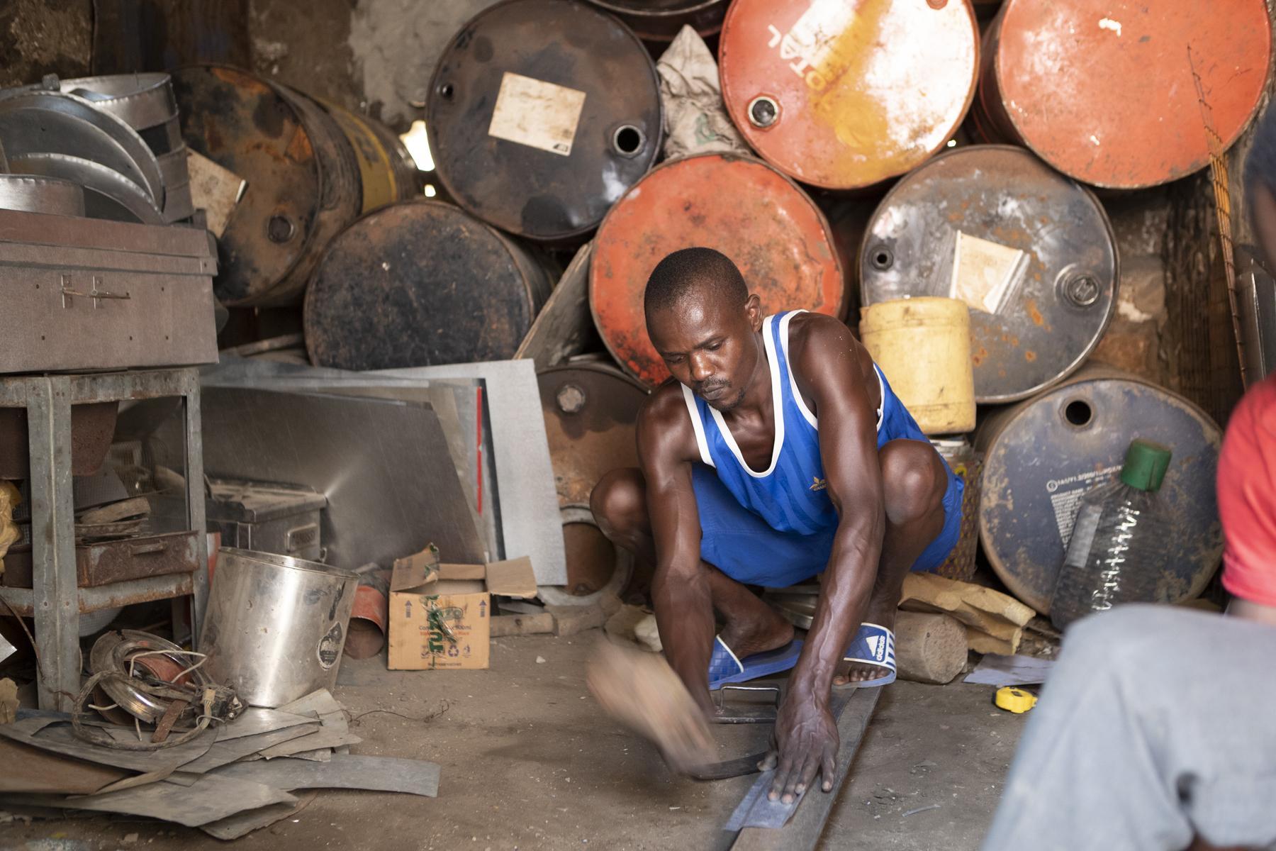 Die Kochstation ist ein Recycling-Produkt: Das Metall von alten Ölfässern wird neu aufbereitet und für den Kocher verwendet.