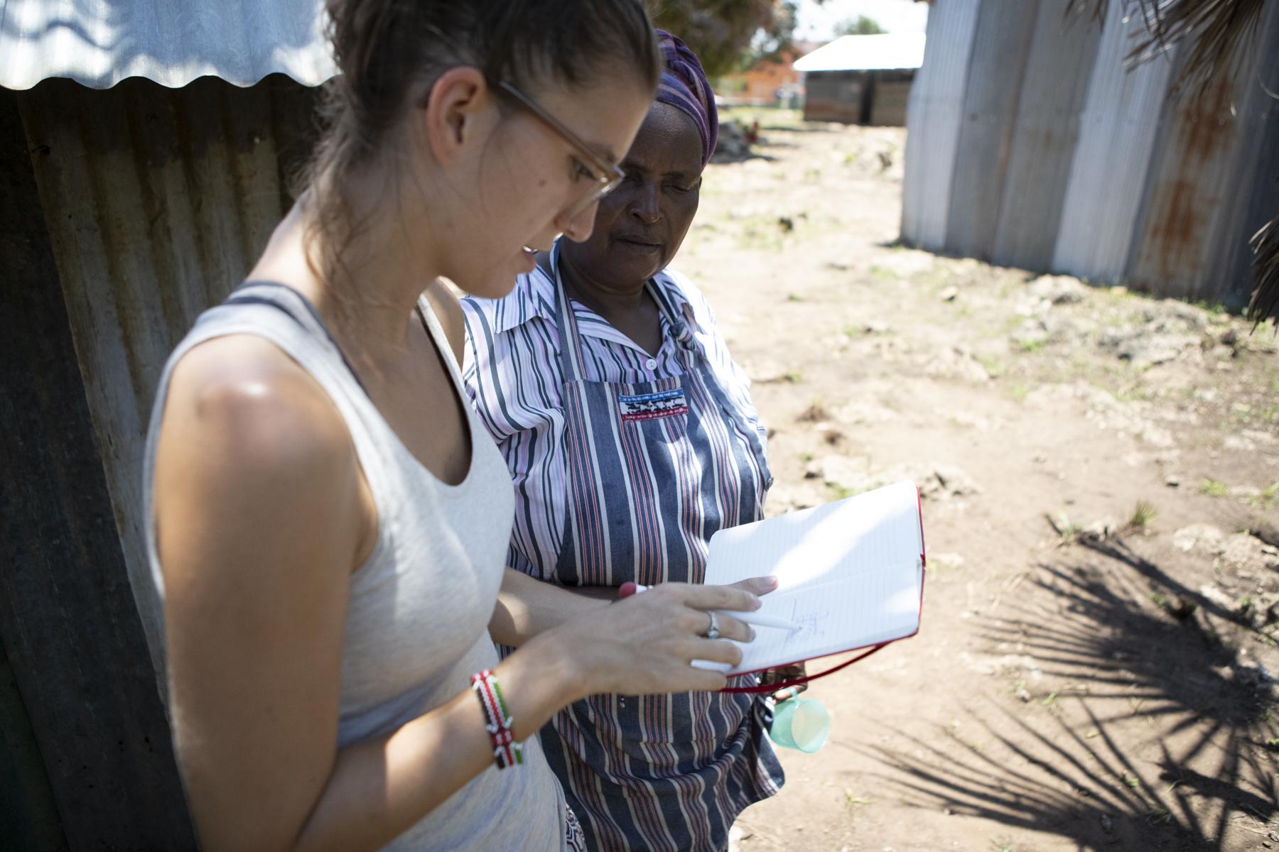 Zuerst hat uns Mama Elpinah ihre Wünsche und Bedürfnisse mitgeteilt. Erste Ideen und Notizen entstehen…
