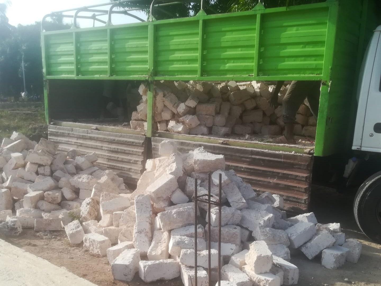 Lastwagenweise werden die Coral Blocks angeliefert - u.a. dank der  Weihnachtsakton ! ♥
