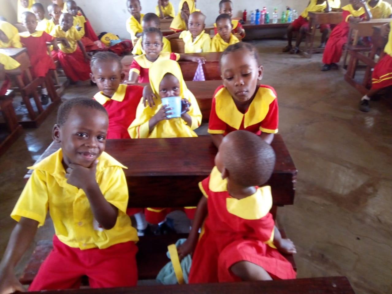 Yaaaay die fertigen Schulzimmer!! Die drei Räume bieten Unterricht für 90 Kindergärtler.