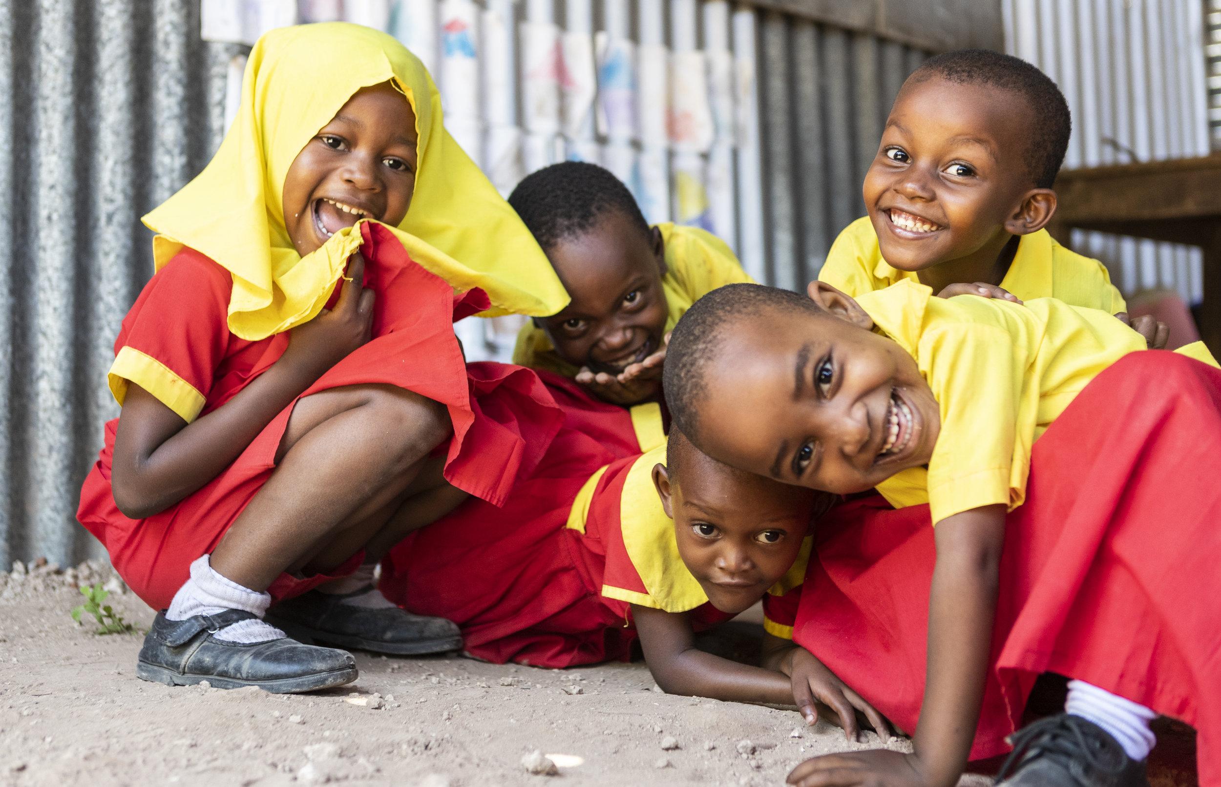 Kindergärnder/innen der Shine School (Foto: Milan Rohrer)