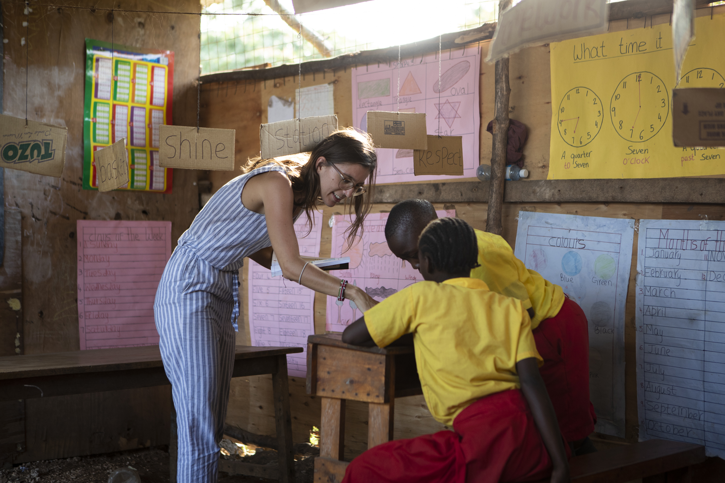 Vereinspräsidentin Stefanie Brenner hält an der Shine School eine Lektion. (Foto: Milan Rohrer)