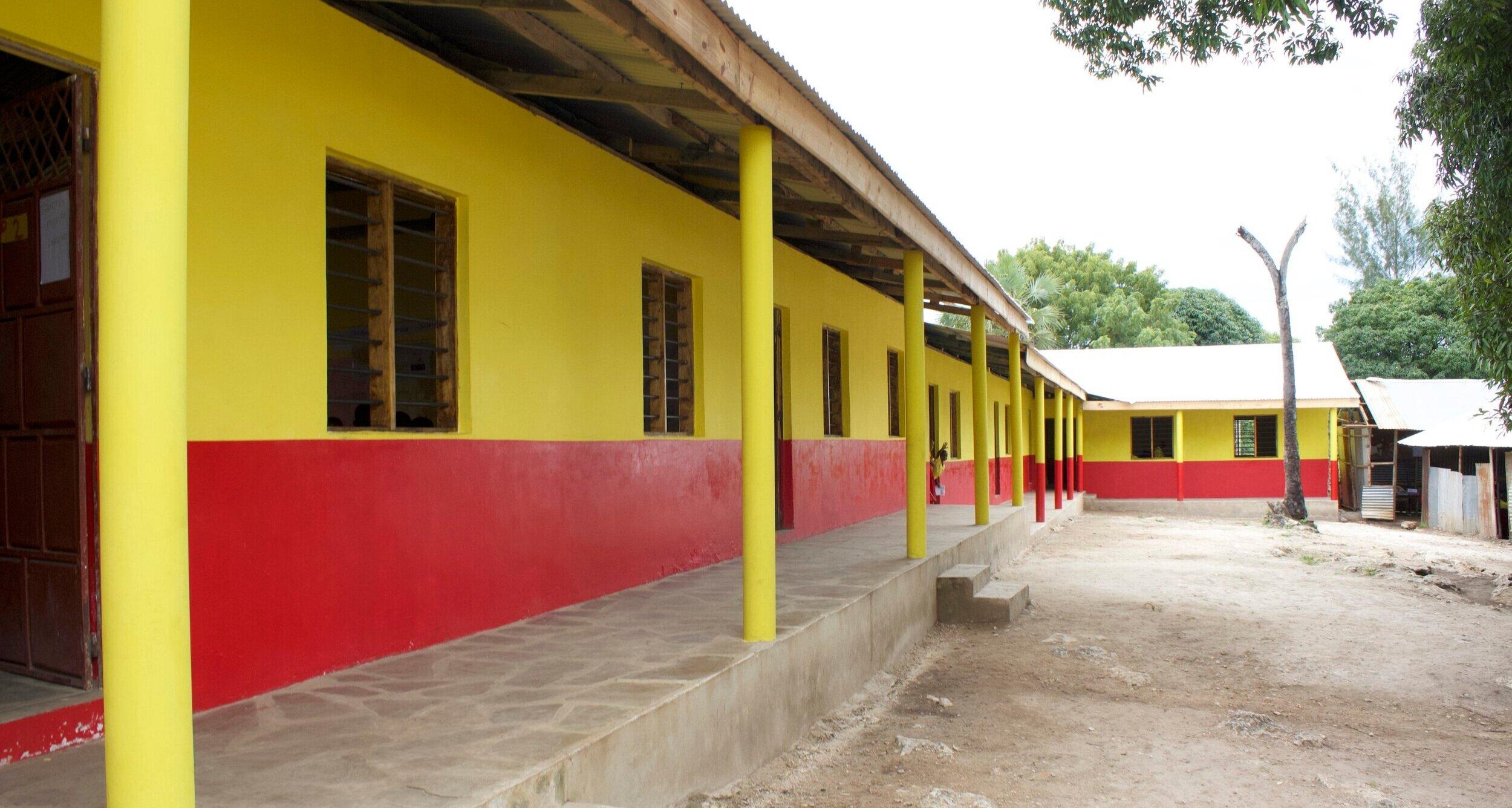 Das neue Gebäude - Ein erfahrender Architekt aus Kwale hat die Schule entworfen. Er hat in der Region bereits eine ähnliche Schule geplant, welche erfolgreich umgesetzt wurde.