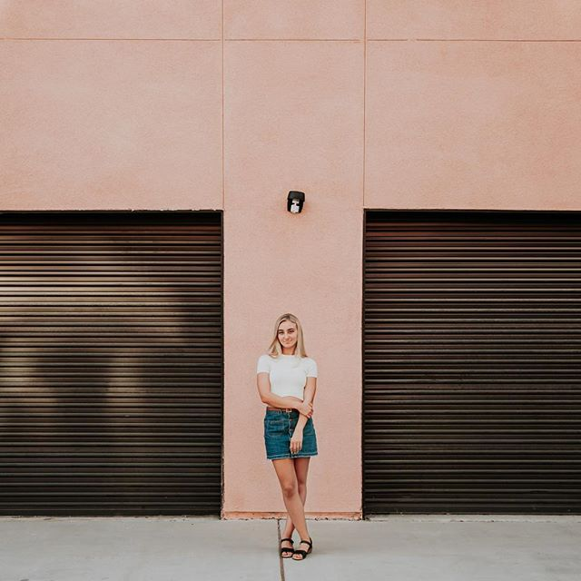Pop of pink 💕 • • • • • • • • #kandismarinophotography #letsgosomewhere #peoplescreatives #chooselovely #instagoodmyphoto #lookslikefilm #vscocam #chasinglight #momentsinthesun #whyweadventure #neverstopexploring #morningslikethese #storyportrait #communityfirst #photobugcommunity #makeportraits #shootthepeople #vsco #thatsdarling #lifestylephotographer #portraitpage #portraitmood