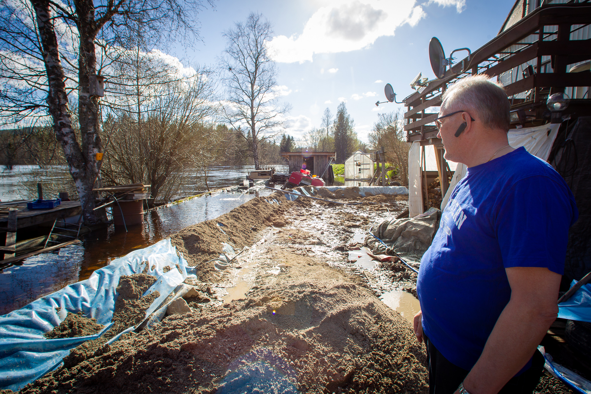 Håkan Forslin had prepared for the spring flood by building four-feet walls . It did not prove enough.